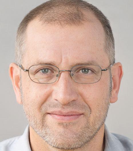 Петр Киров